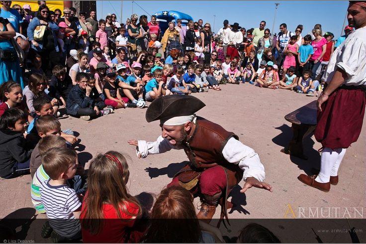 ©#armutan ©#lisadebarde #spectacle #pirates #enfants #grimace #humour #comédie #costumes #tricorne #fête