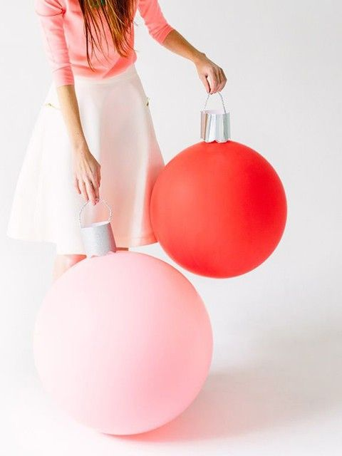 Simple but effective: a DIY attachment turns balloons into adorable giant ornaments.