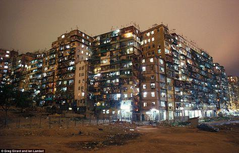"""Conheça a """"Cidade Murada de Kowloon"""", local que teve a maior densidade demográfica da terra"""