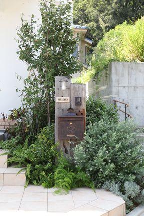 Mailbox and front walk garden
