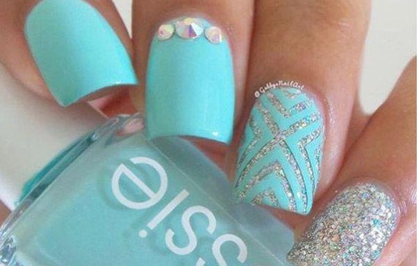 Uñas decoradas sencillas, uñas decoradas secillas turquesa. Clic y Síguenos,  #coloresuñas #nails #uñasconbrillo