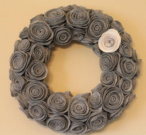 Felt Flower Wreath.....I really like this!! Think of all the color combos!