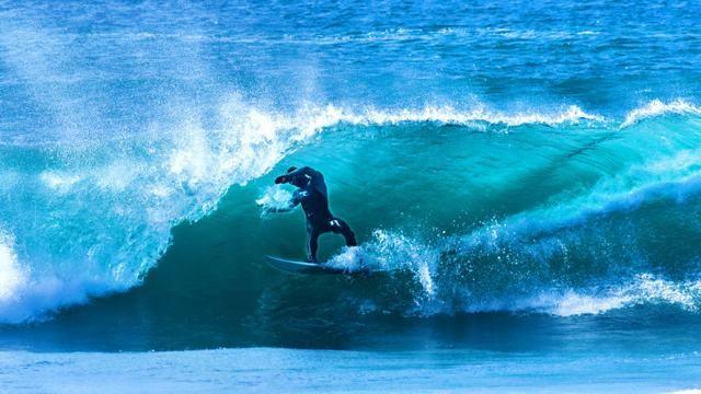 Winter surfing in Sardinia - Sardinia  like Hawaii: surf even in winter