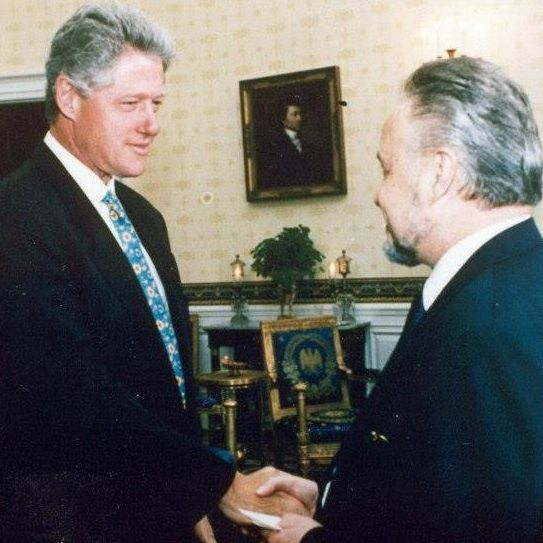Estwani (R) meets with President Clinton (L) in the White House.