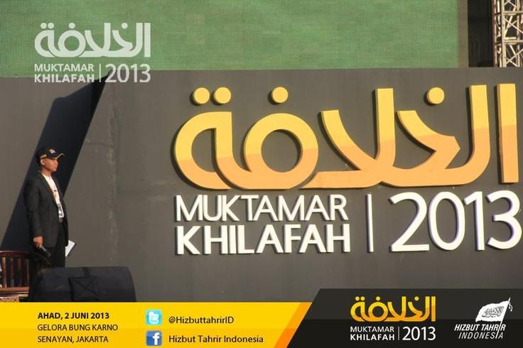 Suasana Panggung Muktamar Khilafah Jakarta 2013