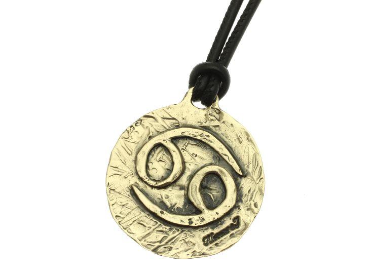 Linea Zodiaco - Cancro: il Sole transita nel segno tra il 22 Giugno e il 22 Luglio. Il pianeta dominante è la Luna, l'elemento è l'acqua, la qualità è cardinale. Colore: il bianco. Pietra: la perla. Metallo: l'argento che richiama il colore dei raggi lunari. Fiore: la ninfea