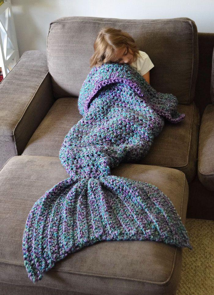 Mesdames, Messieurs, voici l'accessoire indispensable pour glander à la maison en toute quiétude ! En effet, cet accoutrement de sirène pour le moins original vous tiendra bien au chaud pe...