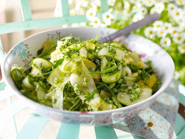 Cukkini saláta brokkoli pestoval | Nőivilág.hu