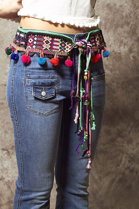 Cinturón étnico negro de lana con pompones de colores - 90,00€ : Zaitegui - Moda y ropa de marca para señora en Encartaciones