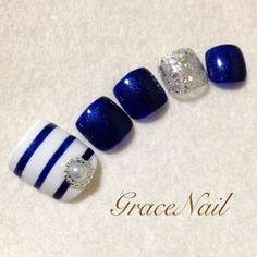 Blue-White Striped Toe nail art