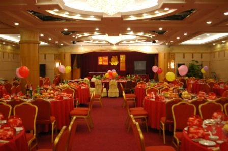 In Chinese traditions, the color red is very important in Chinese wedding decorations. It is the color of good luck and prosperity. Red is everywhere in a Chinese wedding; from paper cut-outs, banners, centerpieces, table cloths to table napkins. Red ribbons and red linens can add up a joyful impression to the wedding occasion.