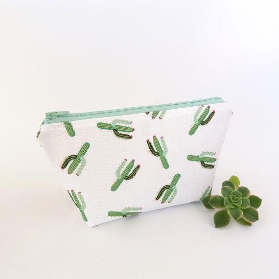 Cactus makeup bag, Cactus pouch, White zipper pouch, Cute makeup bag, Makeup travel case, Make up zipper bag, Sister gift, Bridesmaid gift