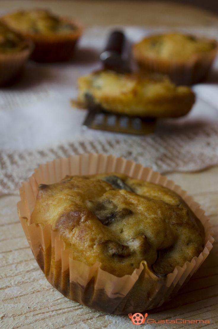 Muffin salati melanzane e scamorza sono dei deliziosi antipasti. Facili e veloci…