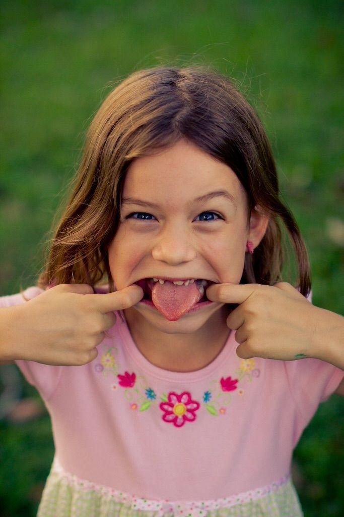 「舌はがし」  口を閉じている時の舌先の位置は、上の歯の裏側の歯茎に付いている状態が正常らしいですが、本当は舌先だけじゃなく、舌の付け根付近まで上顎にくっついた状態がベストらしい。