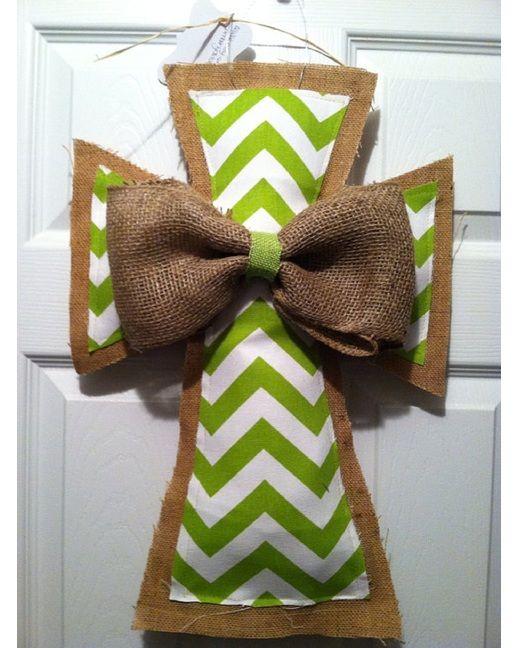 LOVE these burlap door hangings for fall!  #burlap #doorhangings #cross