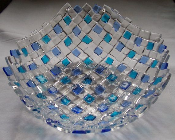 Woven fused glass bowl by Innepsi