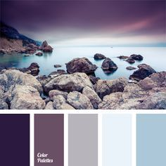 Shades of the eggplant color match the pastel shades of blue very harmoniously. This palette of cold colors is appropriate for bedroom decoration..