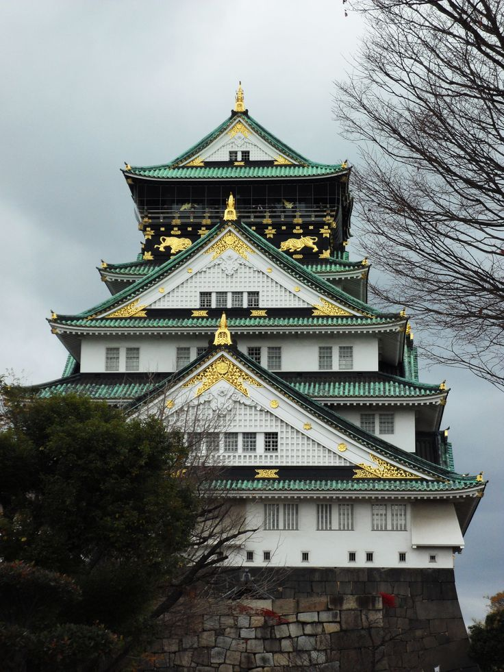 December 2010 - Osaka Castle at Osaka, Japan. Grand looking castle standing magnificently at Osaka. Feel like I was in the Edo Period where samurais and ninjas are alive..,swords and daggers and ninjas flying around... How cool!!