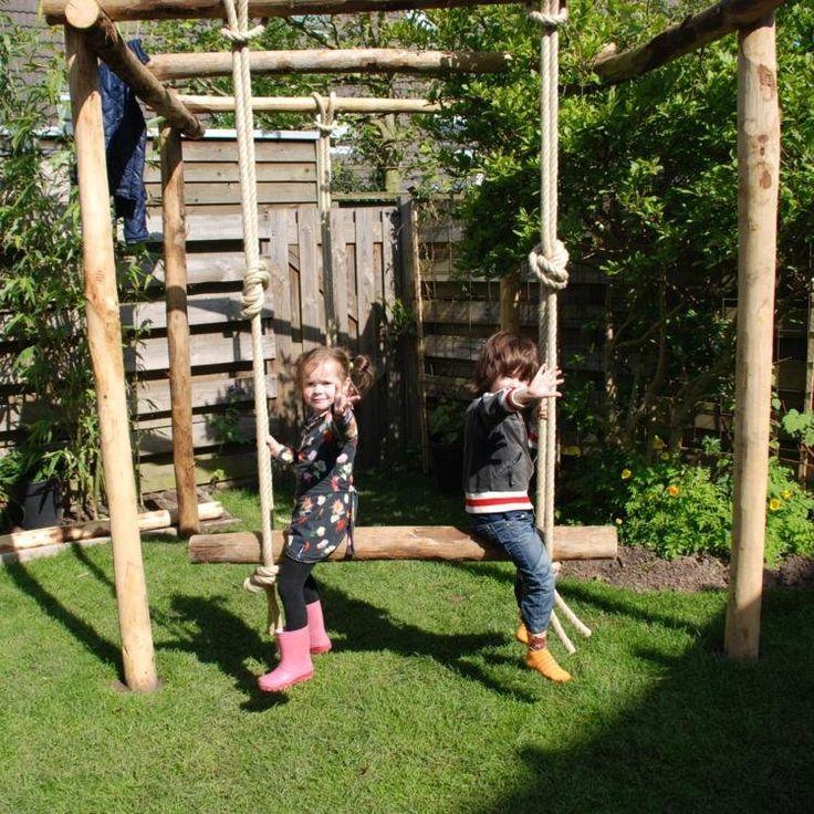 Gaaf! Spelen en klimmen in de tuin.