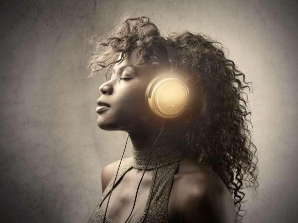 Τουλάχιστον 400 δημοσιευμένες επιστημονικές εργασίες αποδεικνύουν το παλαιό ρητό ότι «η μουσική θεραπεύει». Τα νευροχημικά οφέλη της μουσικής βελτιώνουν το ανοσοπ