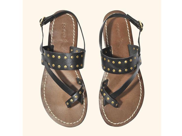 Sandales cloutées, Sœur, 105 € au lieu de 150 €.