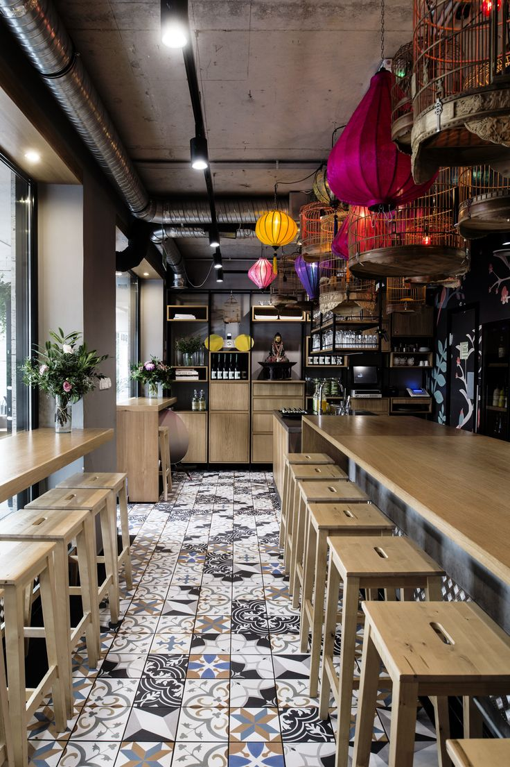 The Chinese-Vietnamese restaurant SÁO has evolved from a loving home cookery of three restaurateur-aspirant natives. It is so that the genuine forms of traditional Vietnamese hospitality gave the core of POSITION Collective's idea on the spatial organization.