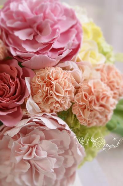 028//フワフワとやわらかそうなお花をたくさん入れたい!というリクエストにより、シャクヤク、カーネーション、オールドローズ、トルコキキョウなど、花びらの多いお花たちをたくさん入れました♪