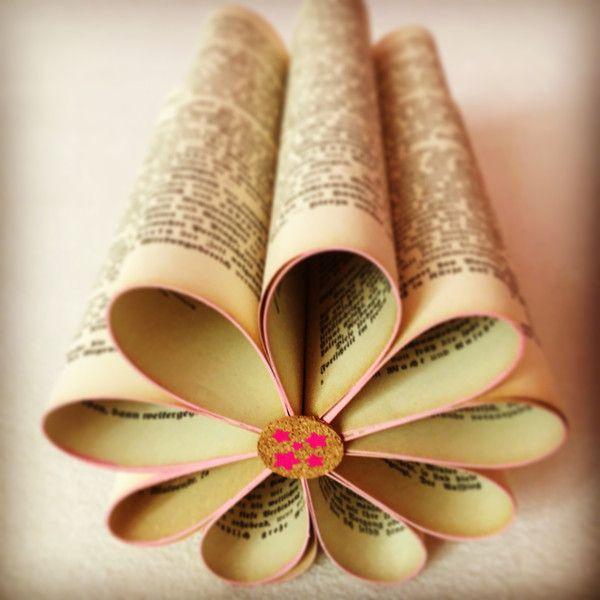 Skulpturen - Buch Kunst | Buchskulptur | Papierblume - ein Designerstück von PaperWorksBoutique bei DaWanda