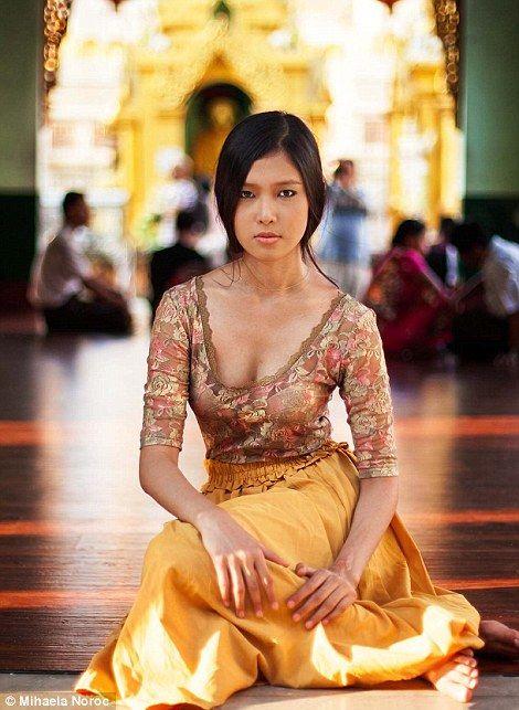 Noroc captured this woman in Yangon, Myanmar... ◦●◦ ჱ ܓ ჱ ᴀ ρᴇᴀcᴇғυʟ ρᴀʀᴀᴅısᴇ ჱ ܓ ჱ ✿⊱╮ ♡ ❊ ** Buona giornata ** ❊ ~ ❤✿❤ ♫ ♥ X ღɱɧღ ❤ ~ Th 19th Feb 2015