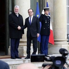 President Francois Hollande receives Prime Minister of Quebec Philippe Couillard (318012)