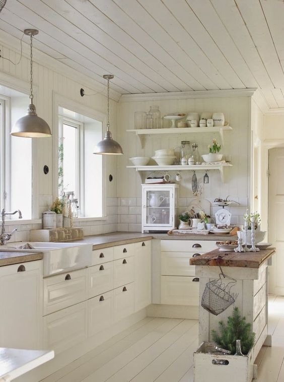 Cuisine campagne chic blanche http://www.homelisty.com/cuisine-campagne-chic/
