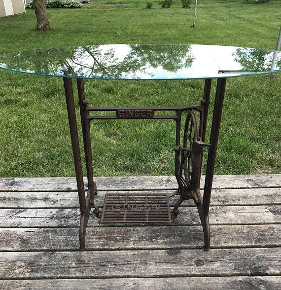Cantante máquina de coser de mesa con tapa de cristal ovalada