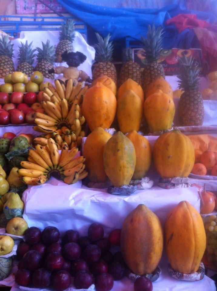 Papayas y plátanos en el Mercado de Arequipa.