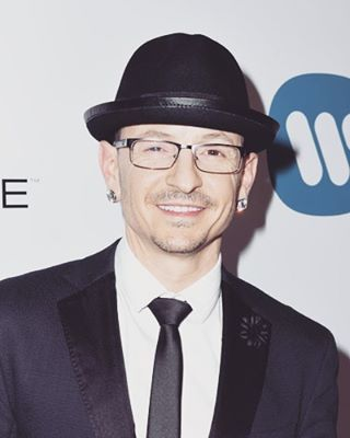 Yesterday ... Chester Be attended the Warner Music Group GRAMMY Party at Milk Studios in Hollywood, California. Looking HANDSOMELY SHARP! ks😜🎤lp #linkinparksoldier #wearelpu #linkinparkunderground #grammy #warnerbros #hollywood #california #chesterbennington #america #usa #theunitedstatesofamerica