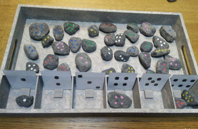gewoonwij-sorteren-kleuteractiviteit-kleuren-cijfers-aantallen-vormen-dienblad-action-posca-20