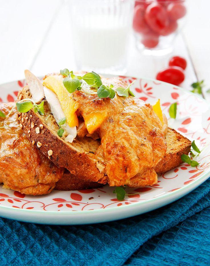 Lämpimät kana-mangoleivät // Chicken Mango Sandwiches Food & Style Elina Jyväs Photo Timo Pyykkö Maku 3/2014, www.maku.fi