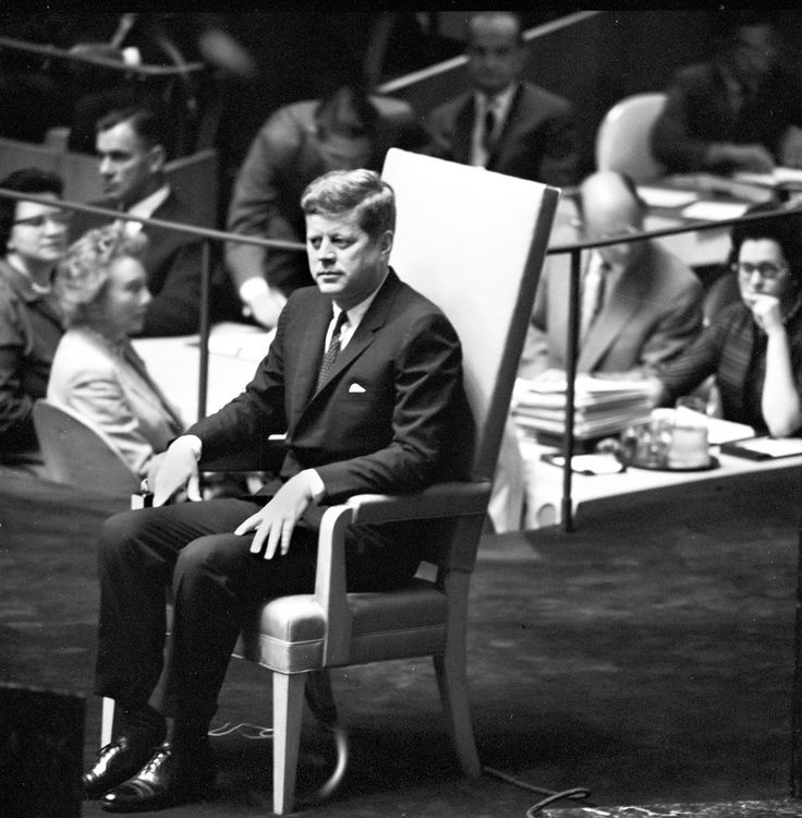 1961. 25 Septembre. President John F. Kennedy sits in a chair on the platform before the General Assembly of the United Nations at the United Nations Headquarters in New York City