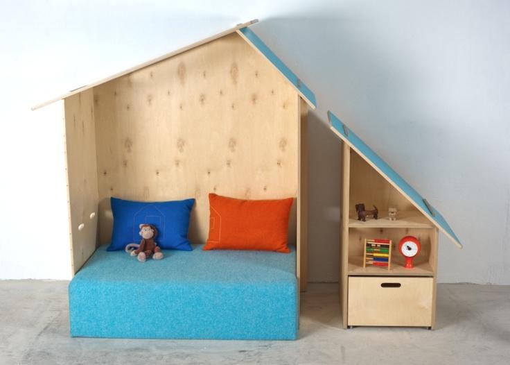 Kinkeli-house and Kinkeli-shelf, an inviting meeting place for kids! www.kinkeliane.no