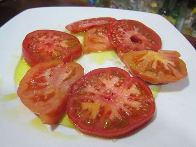 La tapatóloga Charo Barrios recomienda este establecimiento de Cádiz La tapatóloga Charo Barrios a través de facebook recomienda los tomates aliñados que