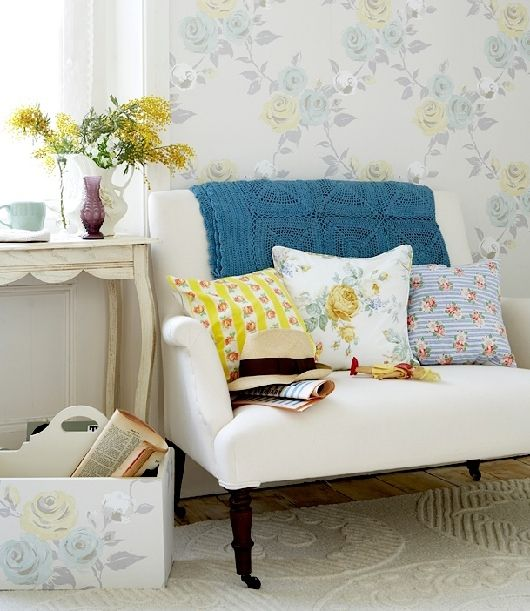 I love the color of that throw....must make something that color.: Blue Accent, Teas For Two, Cozy Nooks, Colors Patterns, Floral Prints, Decor Ideas, Chairs, English Country Gardens, Teas Gardens