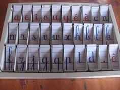 Que faire d'une boîte de bonbons vide ? Du matériel Montessori, bien sûr ! En l'occurence, la boîte du deuxième alphabet mobile. J'ai divisé la largeur de la boîte par trois, ce qui m'a donné...