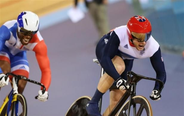 Britain's Jason Kenny (red helmet) competes with France's Gregory Bauge during the track cycling men's sprint gold finals at the Velodrome during the London 2012 Olympic Games August 6, 2012. Kenny won 2 runs to win the gold medal. REUTERS-Stefano Rellandini