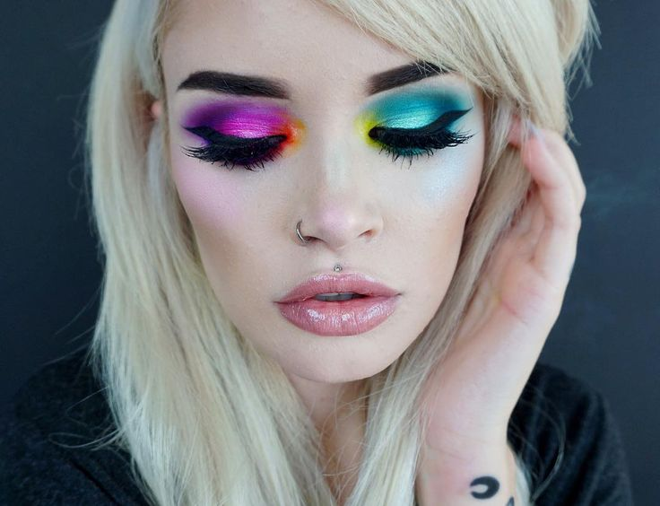 Whether you go for a chic ombre effect or channel a dazzling cat-eye look, rainbow eyes are the trend to try on your day off. See how 10 Instababes have ...