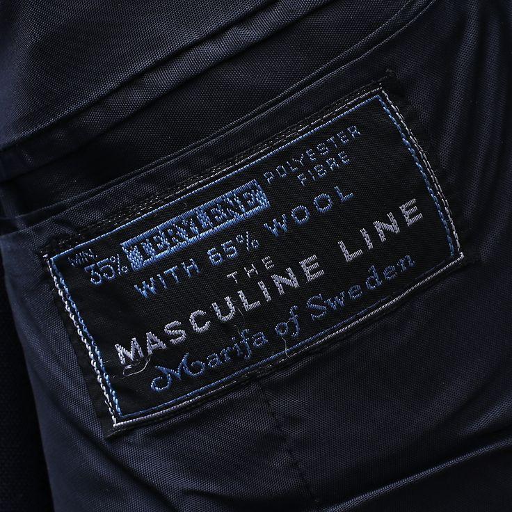 """Mörkt mörkblå frack märkt """"The Masculine Line"""" från Marifa of Sweden, ca 1960-tal."""