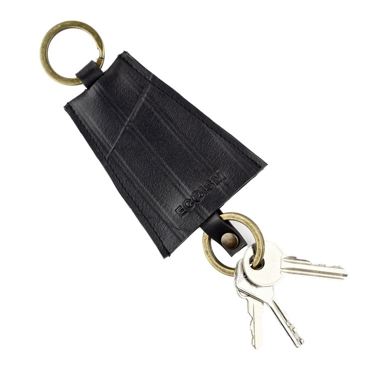 Upcycled rubber keyring. Used truck inner tubes, transformed into highly durable, water resistant and minimalistic accessories for an urban lifestyle. Eco-rubber for sustainable living.