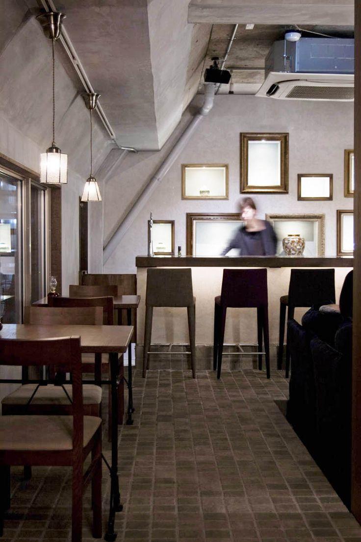 a wine bar Coquettish