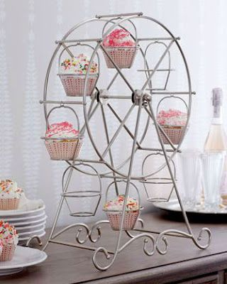 Ferris wheel cupcake stand, idea mabey for steph's cake buffet...