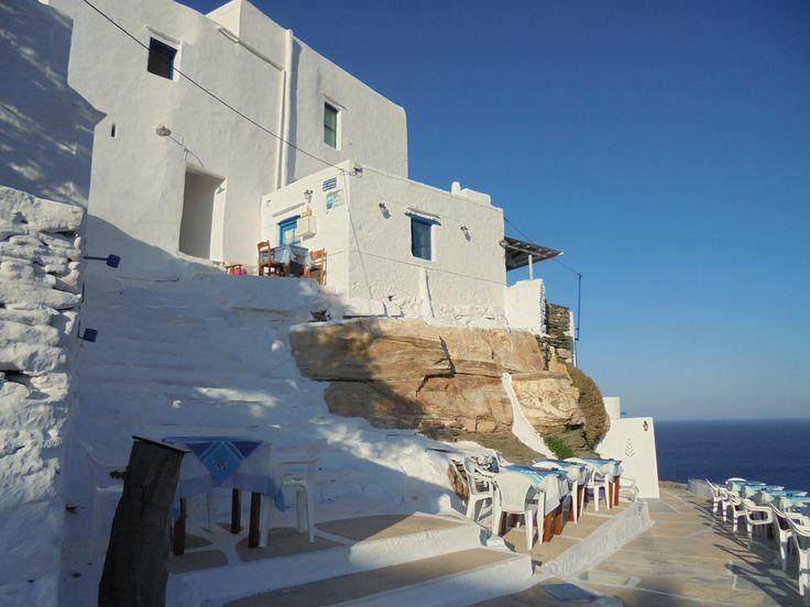 Στο πανέμορφο Κάστρο της Σίφνου, που βρίσκεται κοντά στην Απολλωνία. #sifnos #castle #greekisland