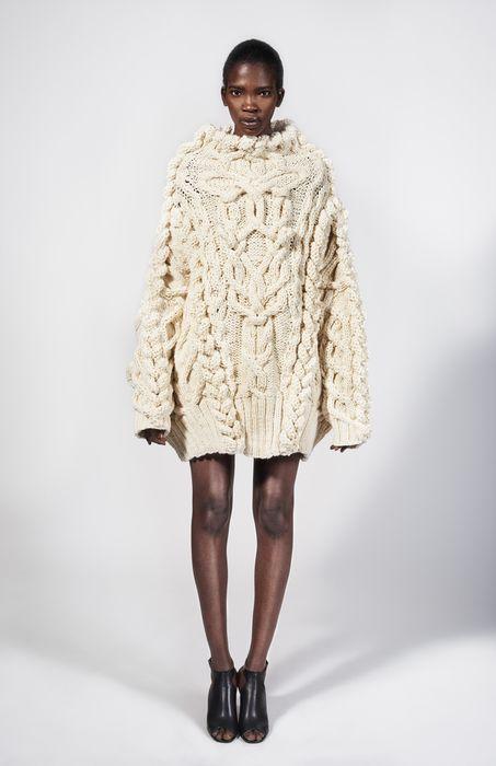 Стильный удлинённый свитер