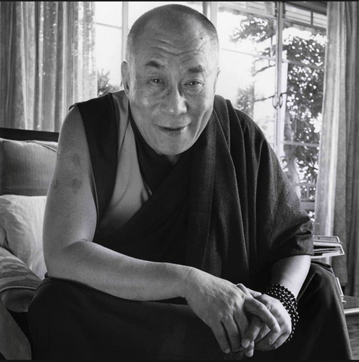 """""""Giving up attachment to the world does not mean that you set yourself apart from it. Generating a desire for others to be happy increases your humanity. As you become less attached to the world, you become more humane. As the very purpose of spiritual practice is to help others, you must remain in society."""" These words of wisdom come from the master, HH Dalai Lama. Übersetzung anzeigen"""
